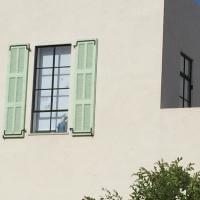 חלון מפרופיל ברזל בלגי בסגנון עתיק