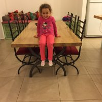 שולחן וכיסאות מברזל