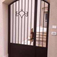 שער כניסה מברזל לבית פרטי