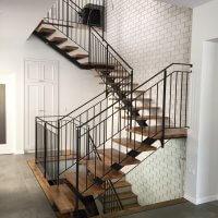 מעקה ומדרגות ברזל