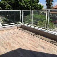 מעקה ברזל למרפסת משולב זכוכית