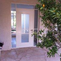 דלת ברזל מעוצבת מפרופיל בלגי בבית פרטי