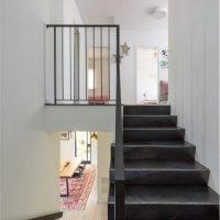 מדרגות פנים בבית פרטי