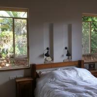 חלון מפרופיל בלגי בחדר שינה