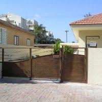 שער כניסה לבית פרטי עשוי מברזל