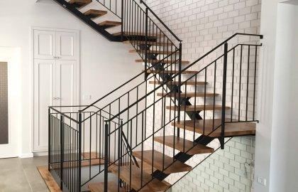 מעקות ומדרגות ברזל
